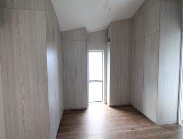 Full cabinetry timbergrain doors